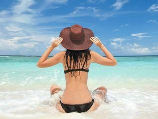 Soleil-mer-sable-on-protege-ses-cheveux_h_content_p